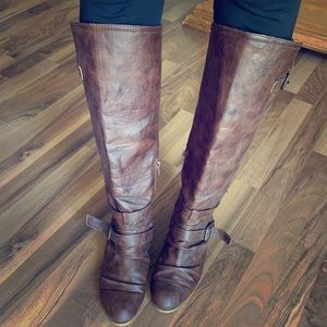 Shoes - Boho chic!! Distressed brown boots! 😍